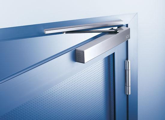 Доводчик для дверей массой до 90 кг.  Цвет доводчика белый.  Температурный режим доводчика (град.С) -10..+40.